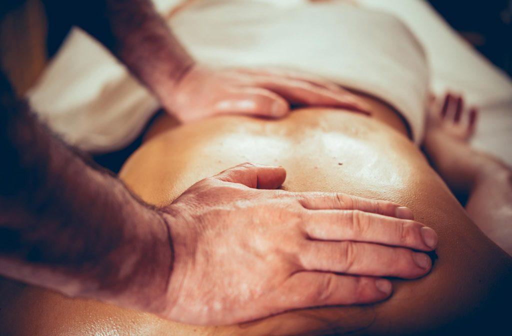 massage-hands-back-2